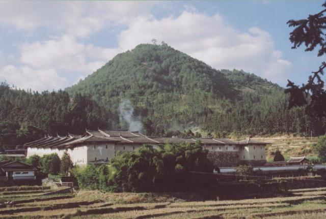 安贞堡位永安县城东南方75公里的槐南乡洋头村,前往