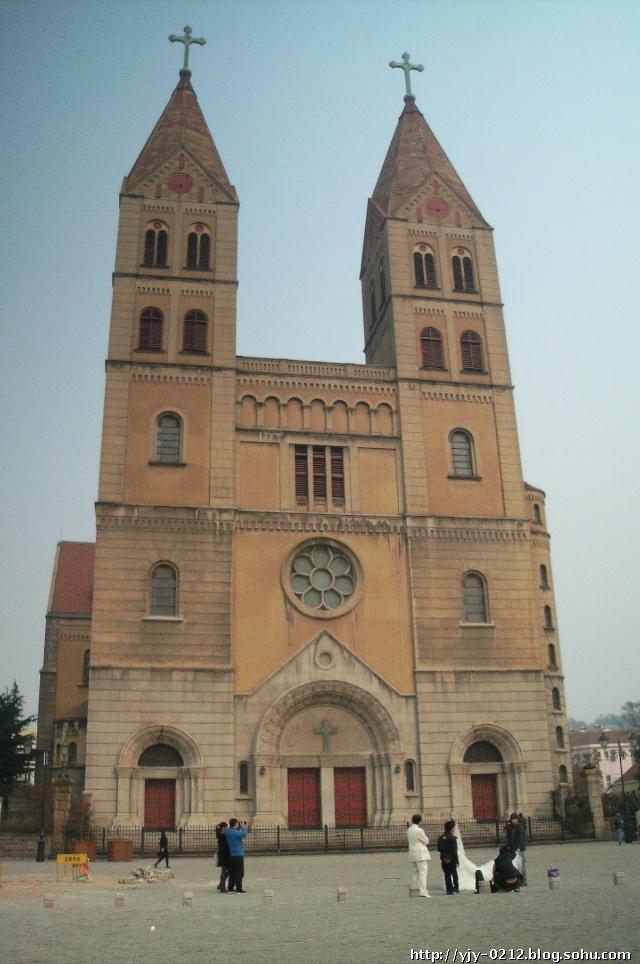 位于青岛中山路的天主教堂