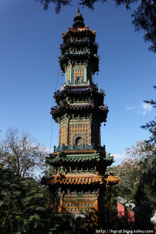 """俗称为""""多宝琉璃塔"""",建于清代乾隆十六年(1751)"""