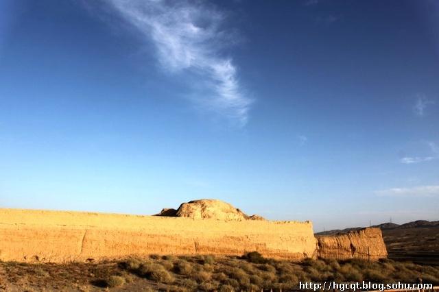 万里长城第一墩,是我们国庆长假西部游游览的第一个景点