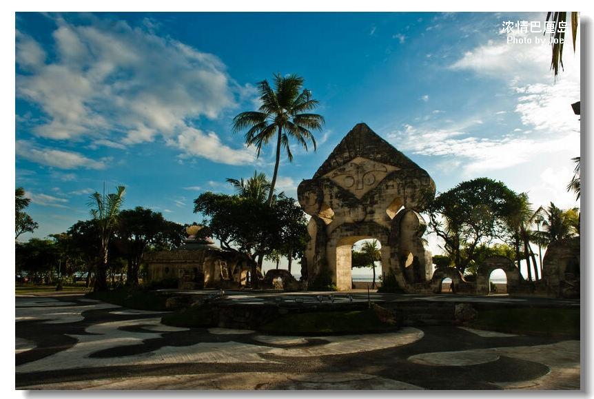 酒店的露天演艺台充满的巴厘岛的元素