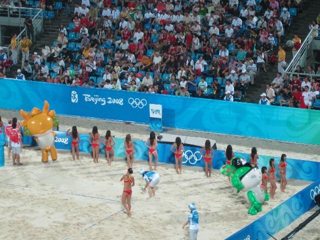 沙滩女子排球1 4赛 中国队vs美国队 福儿乐儿小哥俩 搜狐高清图片