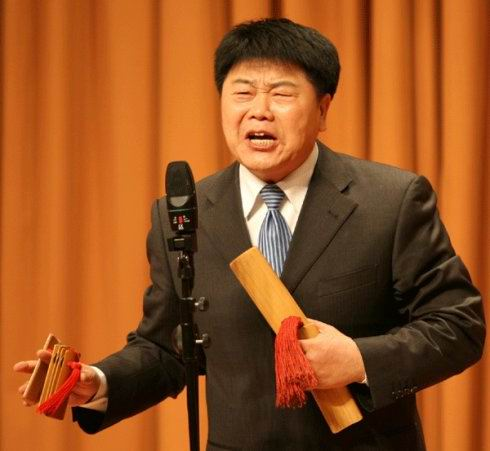 此外,相声演员中也有几位唱快板 的王佩元先生,曾经跟杨义搭档的