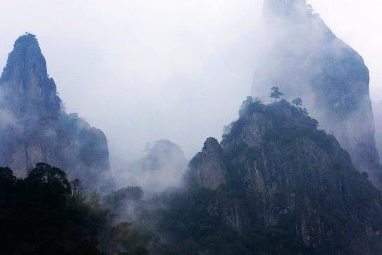 佛子山风景区内云海,雾涛气势磅礴,变幻莫测,四季皆宜.