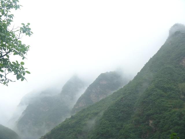 雨中亭子风景图片