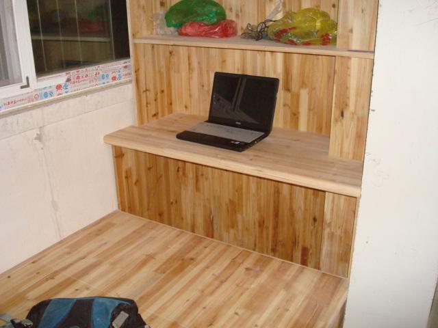 阳台上书柜带电脑桌连地台