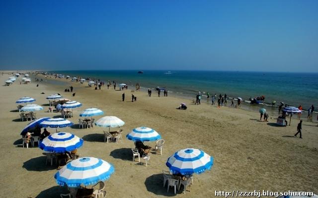 广西北海银滩是国家级旅游度假村,分为海滩公园和银滩公园.