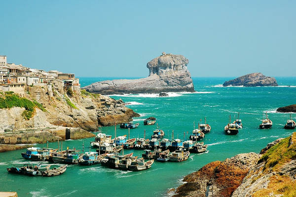 台山列岛在福建省福鼎市东南部,西北距福鼎市沙埕镇约32公里,距大陆