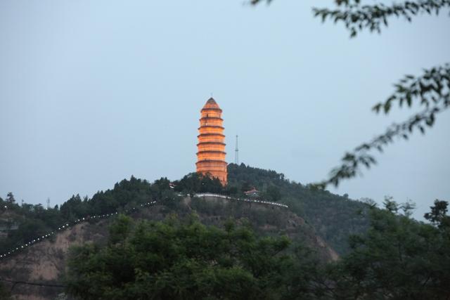 陕西行之十七:延安宝塔山夜景