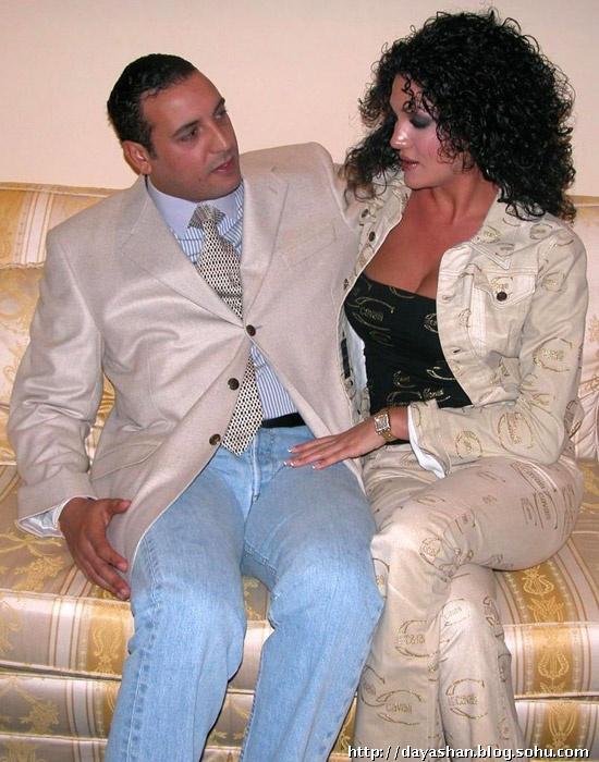 高调风流!卡扎菲儿子与内衣模特妻子派对照片曝光(组图)