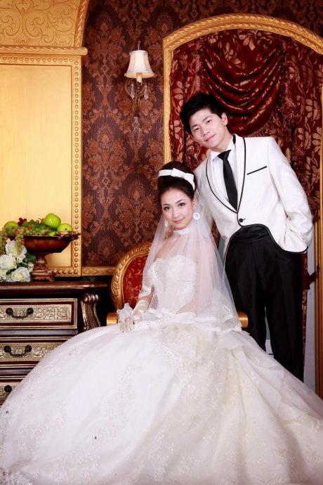 简洁清新的欧式婚纱摄影